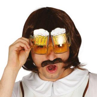 Occhiali con boccale di birra